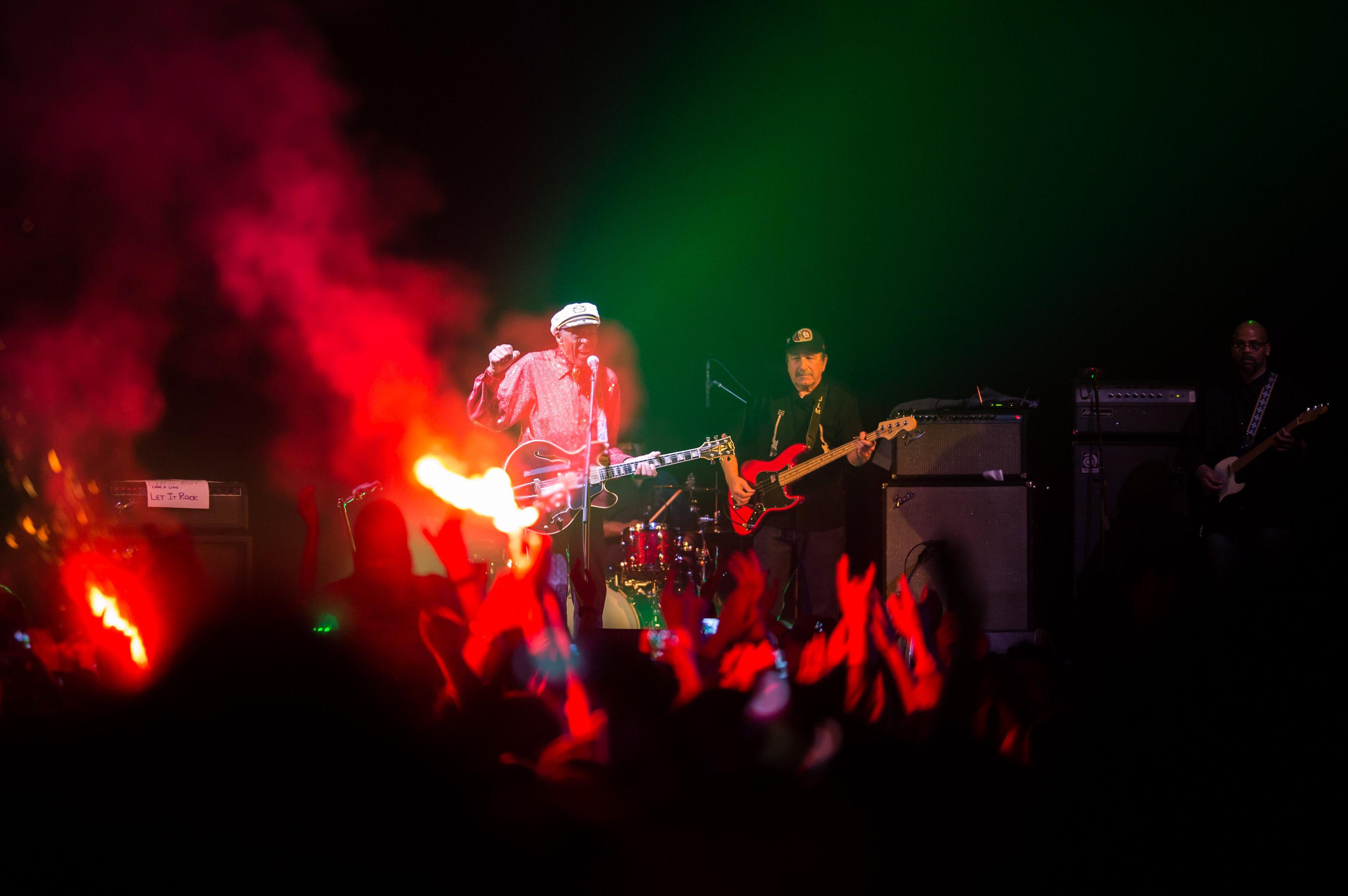 Легендарный американский певец и композитор, один из родоначальников рок-н-ролла Чак Берри выступает на концерте в клубе Arena Moscow