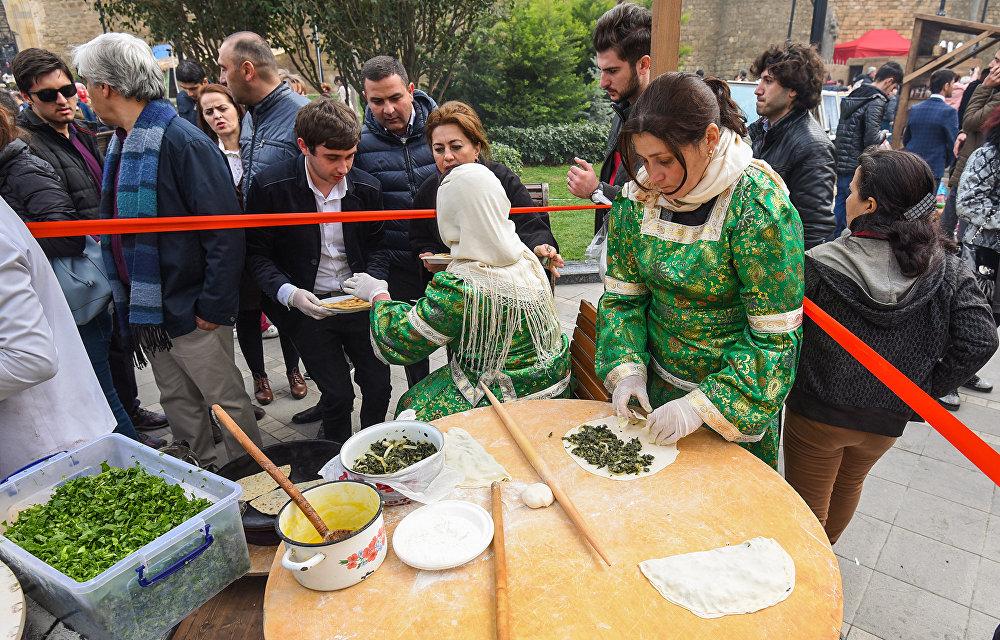 Праздничный фестиваль Весенняя крепость в Ичеришехер
