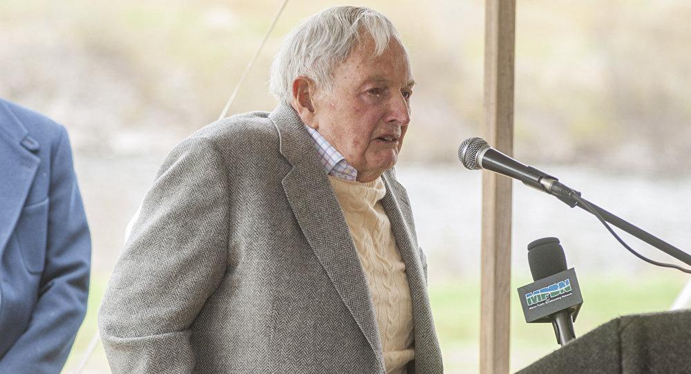 David Rockefeller speaks at a ceremony in Mount Desert, Maine. (File)