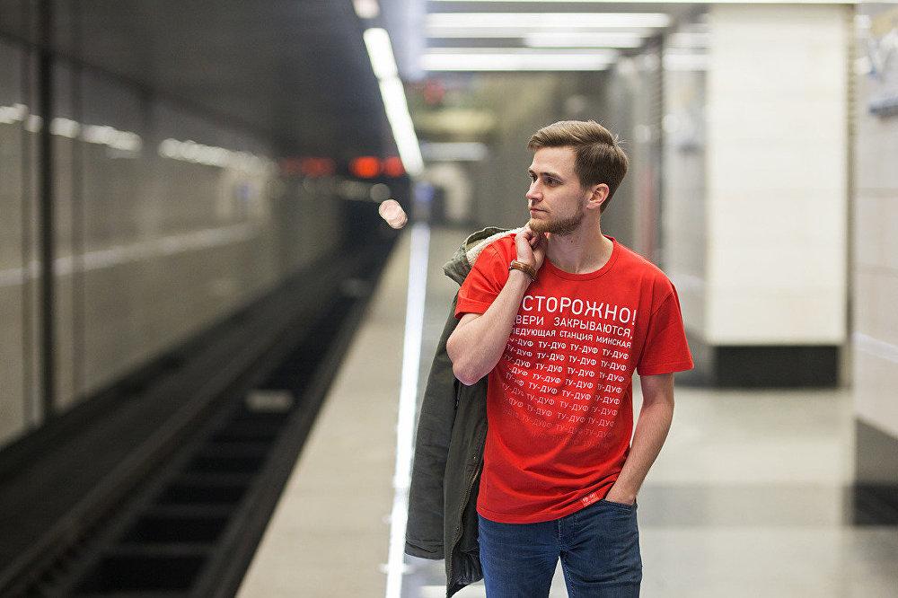 Метрополитен выпустил дамские футболки «Неприслоняться»