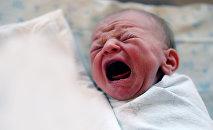 Новорожденный ребенок, фото из архива