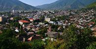 Вид на город Шеки