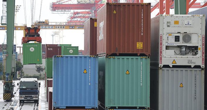 Грузовые контейнеры, фото из архива