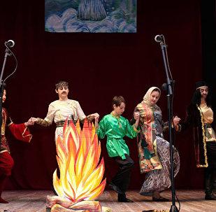 Выступление детского театра-студии Гюнай на сцене Государственного театра песни имени Рашида Бейбутова