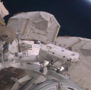 Выход в открытый космос астронавтов МКС