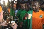 Африканских болельщиков в Краснодаре напоили русским чаем