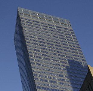 Седьмой корпус Всемирного торгового центра (справа), где расположен офис международного рейтингового агентства Moody's, фото из архива