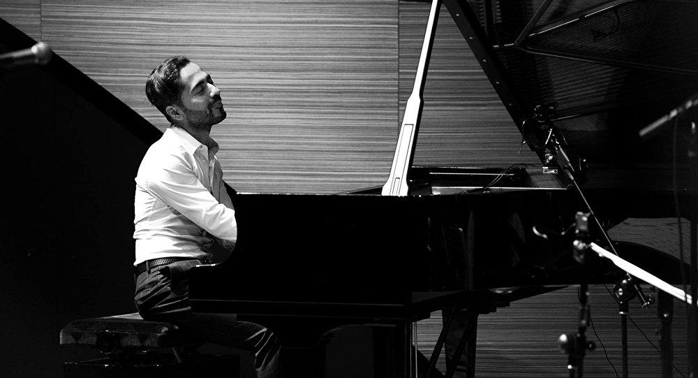 Известный азербайджанский джазовый пианист Эльчин Ширинов, фото из архива