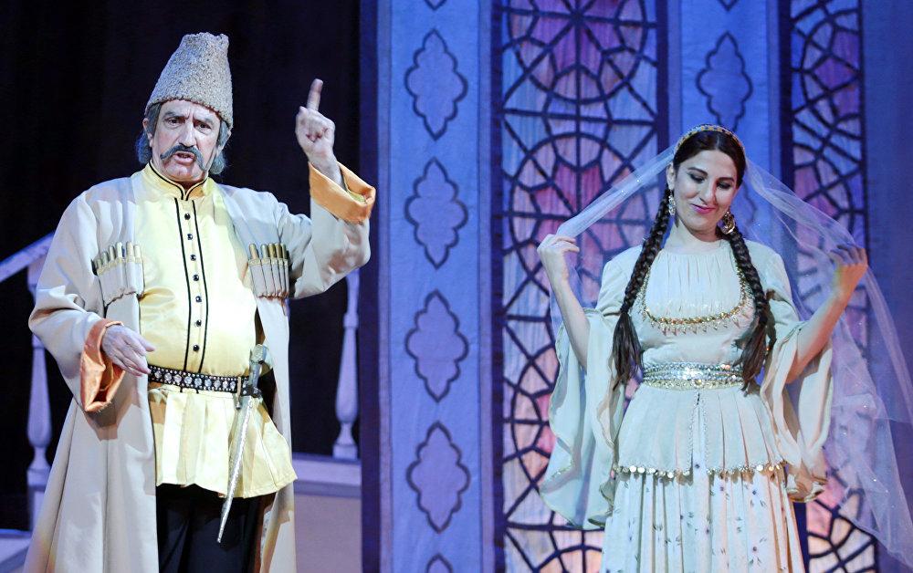 Xalq artisti İlham Namiq Kamal Azərbaycan Dövlət Akademik Opera və Balet Teatrında səhnələşdirilmiş Arşın mal alan tamaşasında