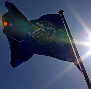 Флаг НАТО перед штаб-квартирой Альянса в Брюсселе, фото из архива