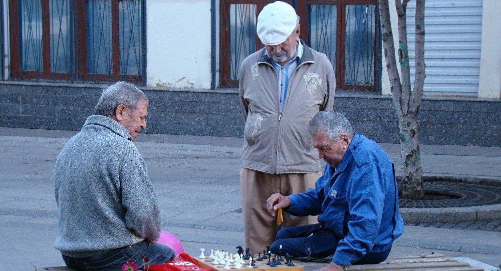 Yaşlı insanlar, arxiv şəkli