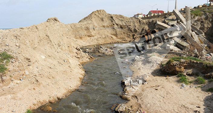 Выброс сточных вод в Каспийское море