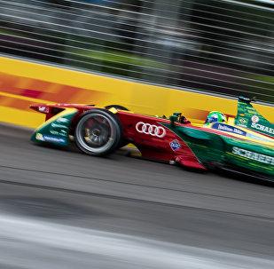 Водитель Audi Sport Лукас ди Грасси из Бразилии принимает участие в чемпионате Формулы E в Гонконге 9 октября 2016 года, фото из архива
