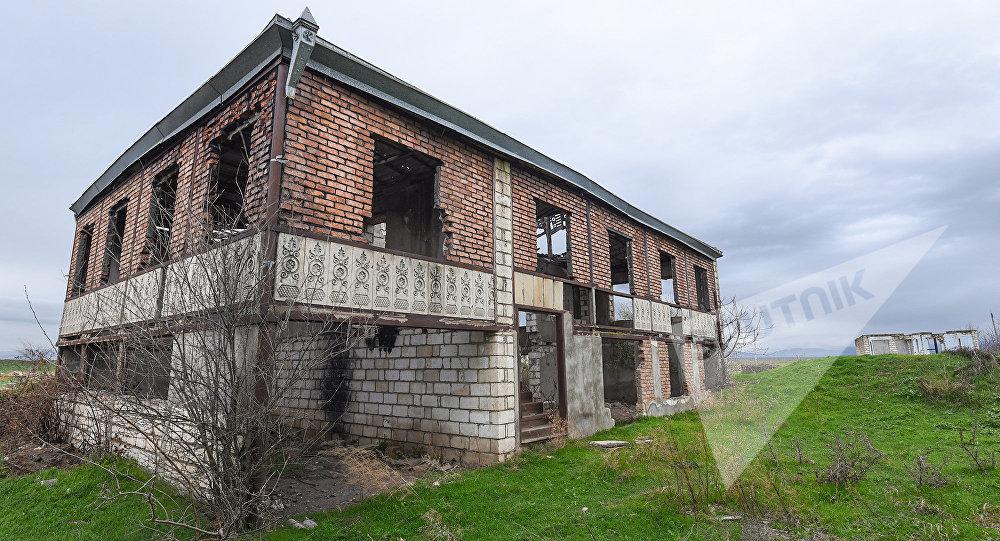 Село Чямянли под постоянным обстрелом с армянской стороны, фото из архива