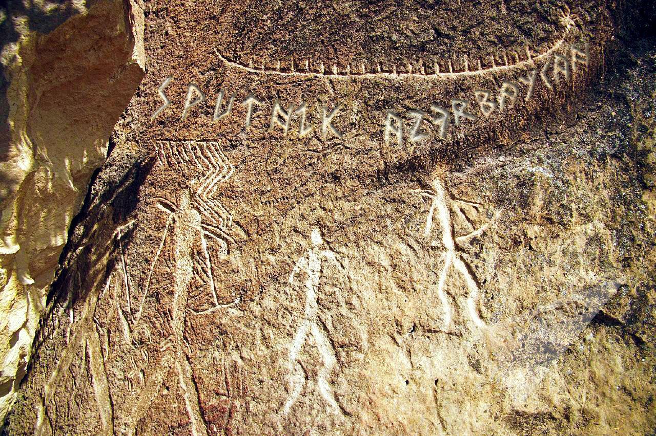 Необычная надпись на гобустанских камнях
