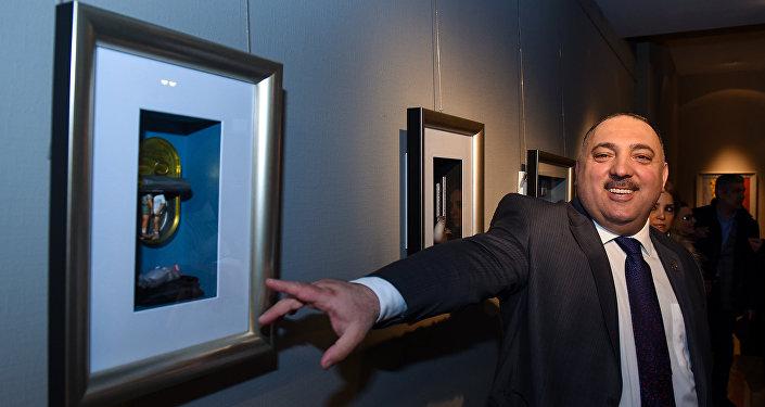 Выставка Бахрама Багирзаде Art in box