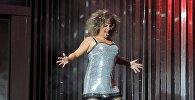 Пародийное представление Два в одном на сцене Азербайджанского государственного русского драматического театра