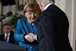 Рукопожатие президента США Дональда Трампа и канцлера ФРГ Ангелы Меркель, Вашингтон, Белый дом, 17 марта 2017 года