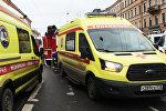 Санитарные автомобили у станции метро Технологический институт в Санкт-Петербурге, где произошел взрыв