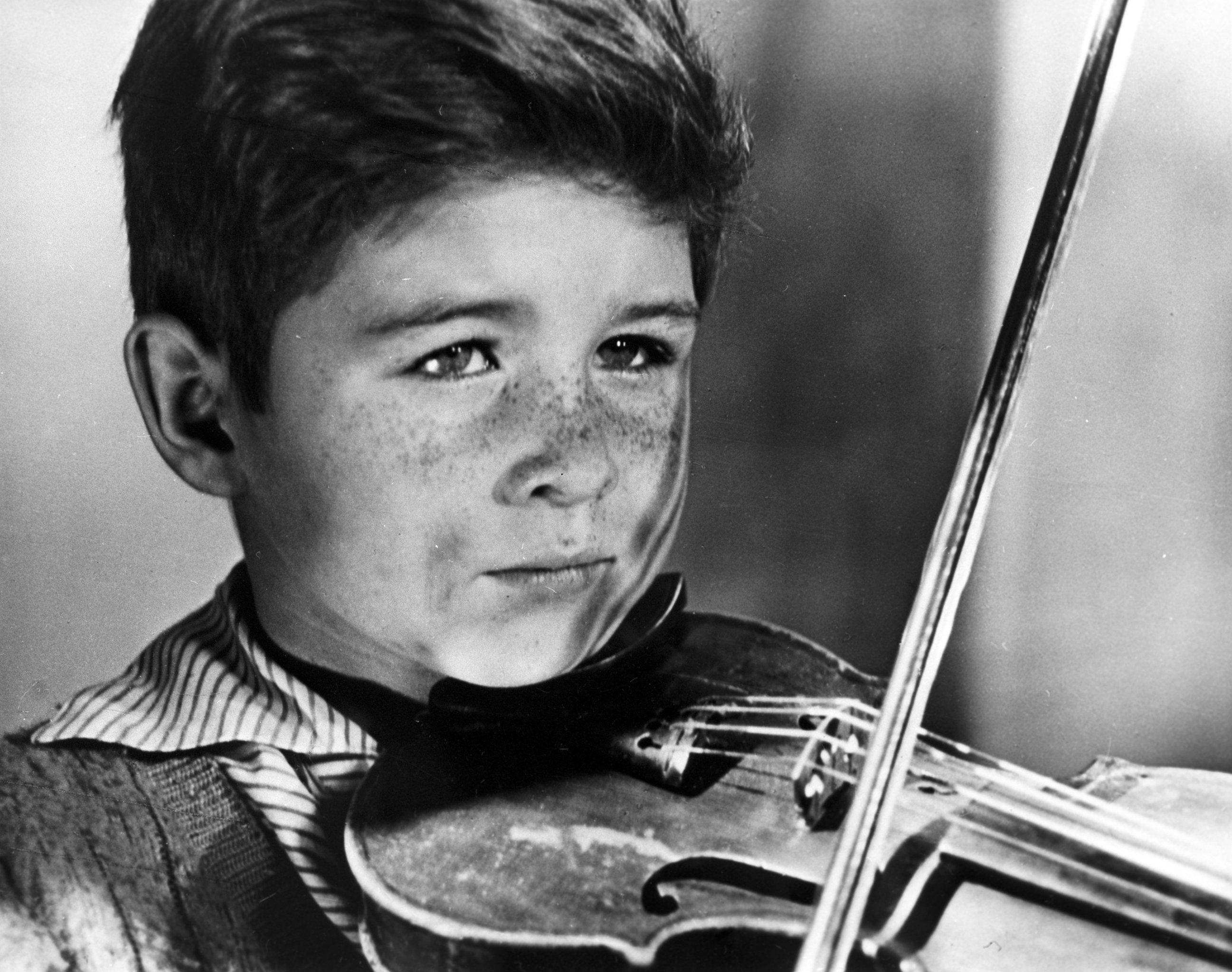 Кадр из короткометражного фильма Каток и скрипка. Дипломная работа Андрея Тарковского. 1960