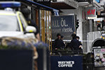 Полицейские на улице в Стокгольме после наезда грузовика на людей, фото из архива