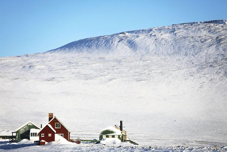 Tule aviabazası yaxınlığındakı evlər