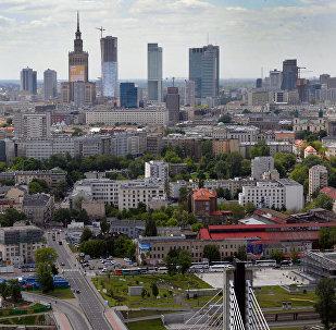 Вид на центр Варшавы и Свентокшиский мост через реку Вислу, 18 марта 2012 года