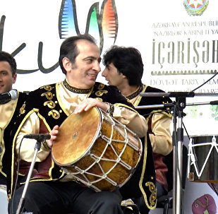 Bakı Şoppinq festivalı nağara sədaları altında açıldı