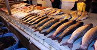8-ci kilometr bazarında balıq satışı