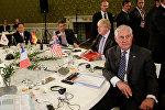 Министр иностранных дел Великобритании Борис Джонсон и государственный секретарь США Рекс Тиллерсон на саммите G7 в Лукке, Италия, 11 апреля 2017 года