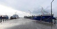 Судна на бакинском международном порту, фото из архива