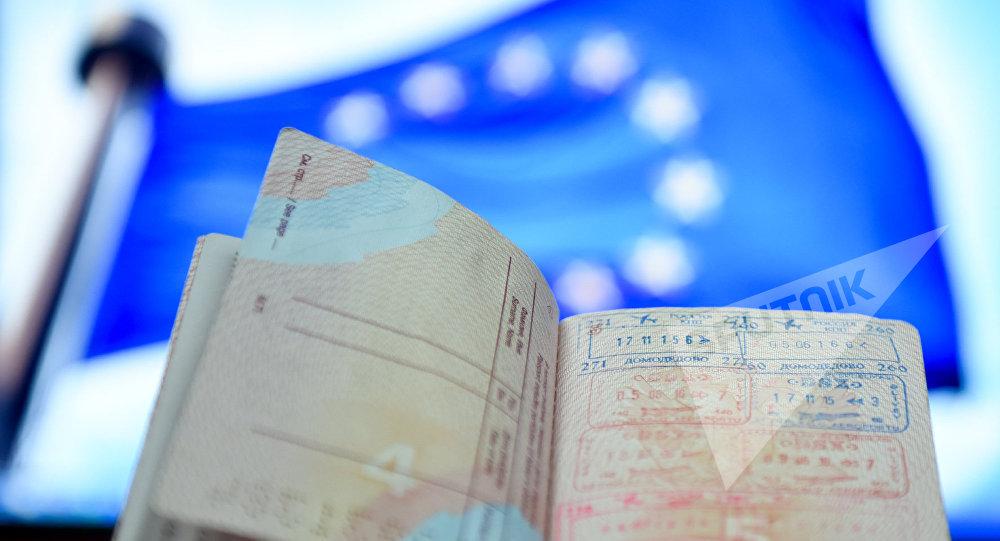 Визовые печати на странице паспорта, фото из архива