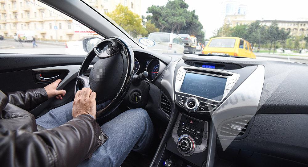 Avtomobil sürücüsü, arxiv şəkli