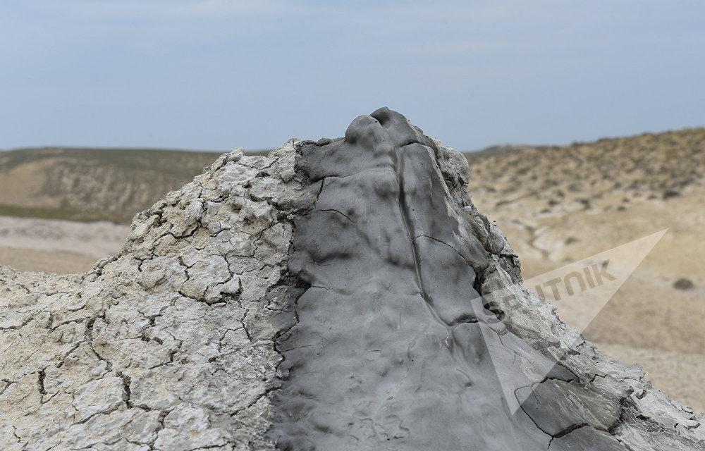 Palçıq vulkanının krateri