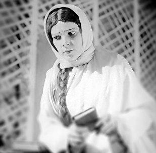 Фатма Кадри в роли Гюльбахар в спектакле Книга моей матери по пьесе Джалила Мамедгулузаде, прибл. 1926 год