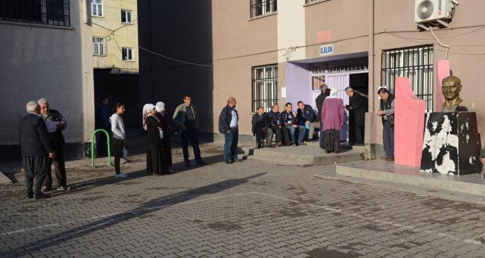 Избирательный участок Диярбакыре, Турция, 16 апреля 2017 года