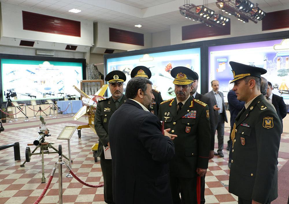 Министр обороны Азербайджанской Республики генерал-полковник Закир Гасанов на выставке оборонной промышленности Ирана