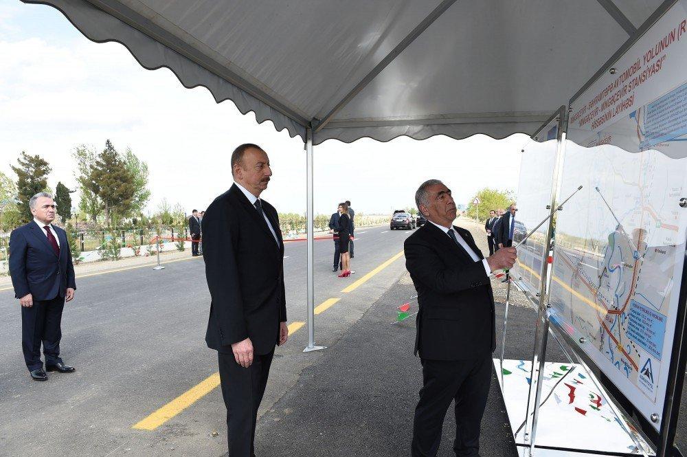 Ильхам Алиев на открытии участка Мингячевир-станция Мингячевир автодороги Мингячевир-Бахрамтепе