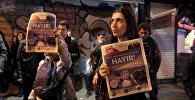 Люди протестуют против результатов референдума в Стамбуле, Турция, 16 апреля 2017 года