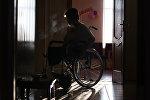 Женщина в инвалидной коляске, фото из архива