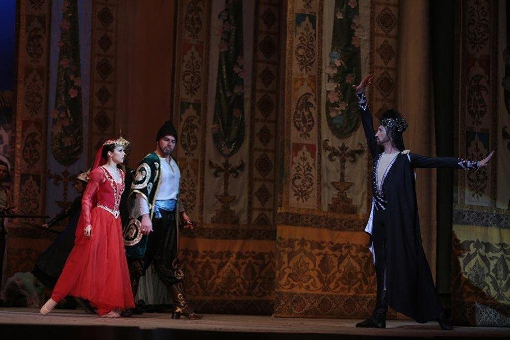 Балет Девичья башня на сцене Азербайджанского государственного академического театра оперы и балета