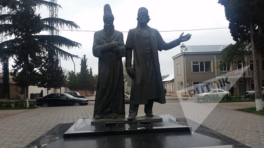 Molla Vəli Vidadi və Molla Pənah Vaqifin qoşa heykəli