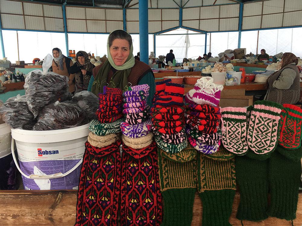 Традиционные домашние носки ручной вязки