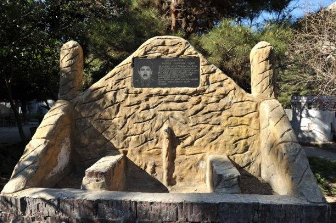 Памятник шехиду Шахину Мамедову на территории парка