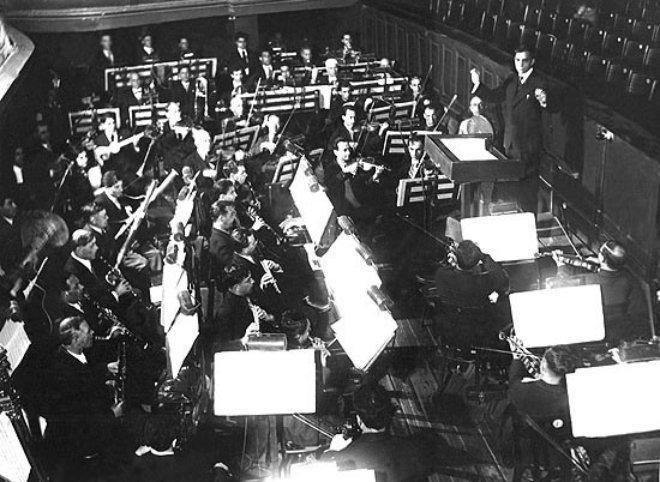 Афрасияб Бадалбейли дирижирует симфоническим оркестром Азербайджанского театра оперы и балета