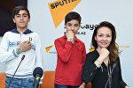 Представитель оргкомитета проекта Футбол для дружбы Амина Конурбаева,футболист Раван Кязымов и юный журналист Асеф Айдамиров