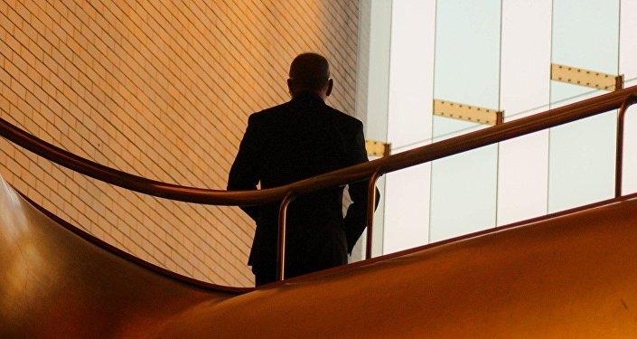 Офисный работник, фото из архива