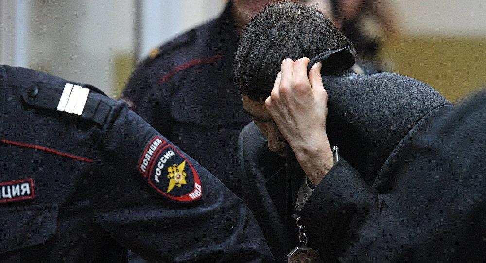 Предполагаемый организатор теракта в метро Петербурга Аброр Азимов после заседания в Басманном суде Москвы