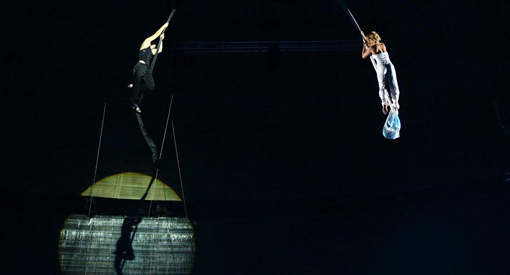 Воздушные гимнастки, фото из архива