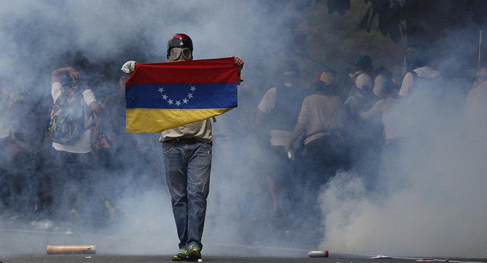 Venesuelada hökumət əleyhinə kütləvi etiraz aksiyaları